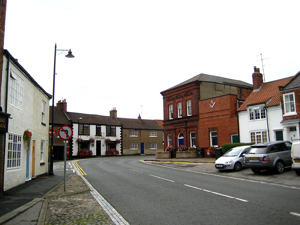 Cleveland Lodge 543 and The White Swan pub
